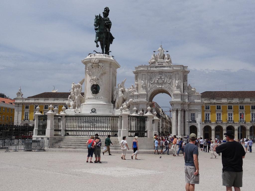 Praça do Comércio met Triomfboog